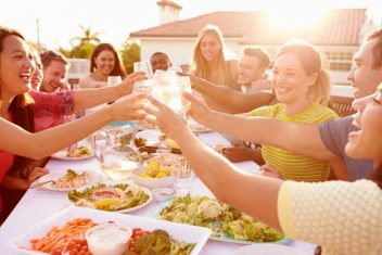 8 TIPS FOR EATING HEALTHY AT SOCIAL GATHERINGS