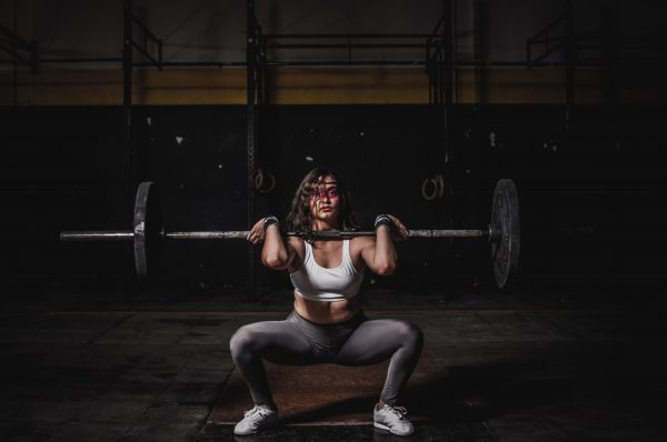 woman lifting barbell 1552249 scaled