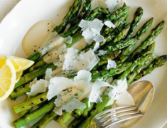 Keto Grilled Asparagus with Caesar Aioli