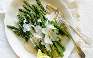 Keto Grilled Asparagus with Caesar Aioli